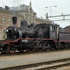 21b No.252 at Hamar station with a heritage train in 1977. (Akershusbasen)