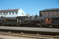 21c no.372 passes Oslo being hauled with other locomotives for scrapping at Lillestrom in 1969. (Akershusbasen)