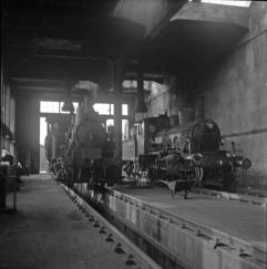 21c No.376 and 25a No.238 inside Krossen shed. (Norsk Jernbanemuseum)