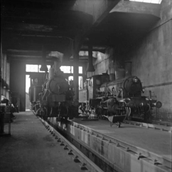 21c No.376 and 25a No.238 inside Krossen shed. (Norsk Jernbanemuseum)
